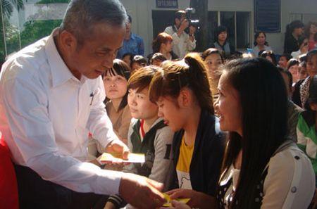 Chu tich TLDLDVN Dang Ngoc Tung: Trai tim va khoi oc danh tron cho nguoi lao dong - Anh 1