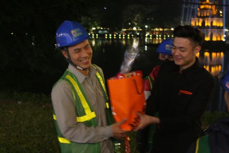 Hang hang khong Jetstar Pacific mang Tet am ap den nguoi dan lao dong Thu do - Anh 2