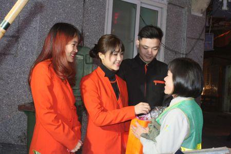 Hang hang khong Jetstar Pacific mang Tet am ap den nguoi dan lao dong Thu do - Anh 3