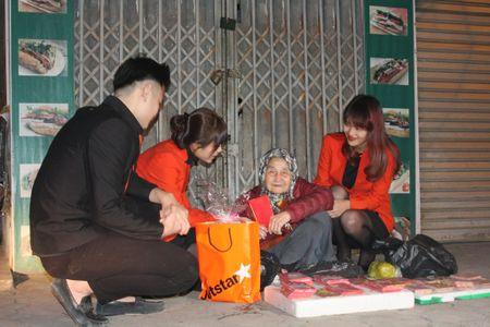 Hang hang khong Jetstar Pacific mang Tet am ap den nguoi dan lao dong Thu do - Anh 4