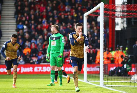 Ha Bournemouth 2-0, Arsenal tro lai duong dua vo dich - Anh 3