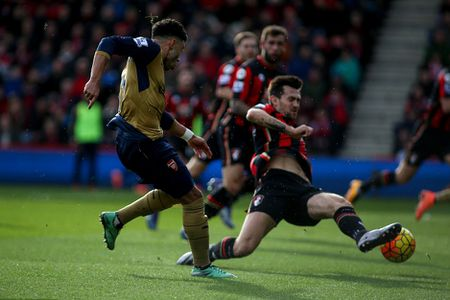 Ha Bournemouth 2-0, Arsenal tro lai duong dua vo dich - Anh 6