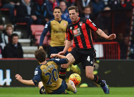 Ha Bournemouth 2-0, Arsenal tro lai duong dua vo dich - Anh 7