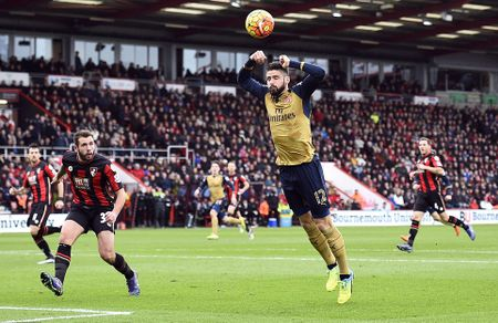 Ha Bournemouth 2-0, Arsenal tro lai duong dua vo dich - Anh 9