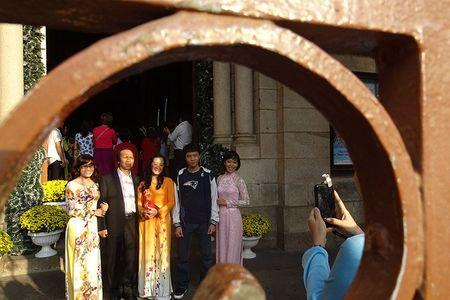 Duong pho Sai Gon vang ve sang Mung 1 Tet - Anh 8