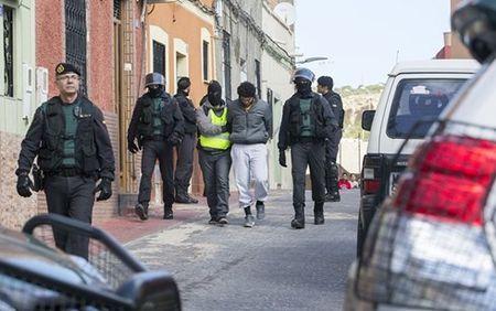 "Nhieu doi tuong tuon ""hang"" cho IS va al-Qaeda bi Tay Ban Nha bat - Anh 1"