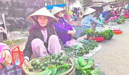 Net dep van hoa trong phien cho Tet lang My Loi, tinh Thua Thien Hue - Anh 1