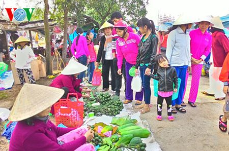 Net dep van hoa trong phien cho Tet lang My Loi, tinh Thua Thien Hue - Anh 3