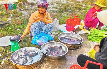 Net dep van hoa trong phien cho Tet lang My Loi, tinh Thua Thien Hue - Anh 4