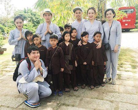 Me con Angela Phuong Trinh gian di di le chua - Anh 4