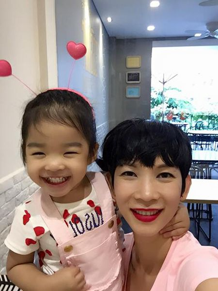 Me con Angela Phuong Trinh gian di di le chua - Anh 7