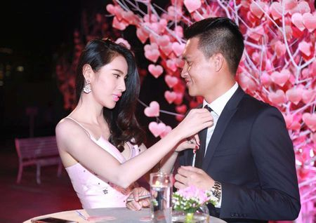 """Thuy Tien - Cong Vinh """"hoi teen"""" tron be Gao di to tuong - Anh 2"""