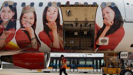 "Bloomberg: Vietjet Air muon tro thanh ""Emirates cua chau A"" - Anh 1"