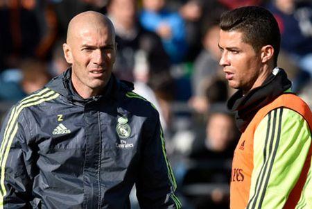 Phong do sa sut, Ronaldo sut gia nhanh - Anh 2