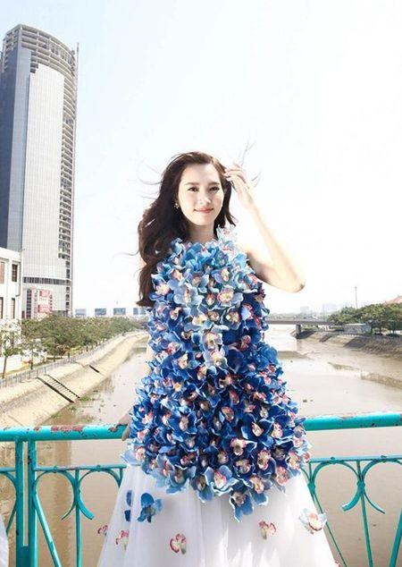 Hoa hau Thu Thao xinh dep voi vay ket hang tram hoa lan - Anh 1