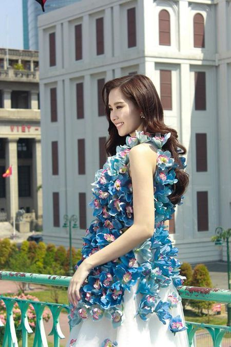 Hoa hau Thu Thao xinh dep voi vay ket hang tram hoa lan - Anh 3