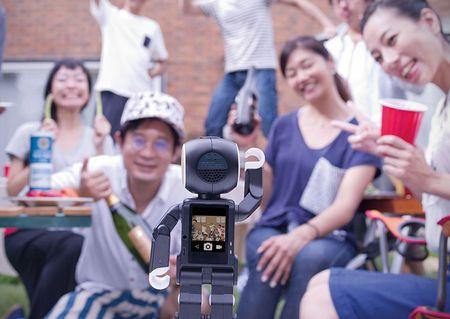 Tim hieu chi tiet ve chu robot kiem smartphone cua Sharp - Anh 15