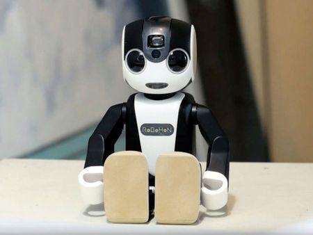 Tim hieu chi tiet ve chu robot kiem smartphone cua Sharp - Anh 4