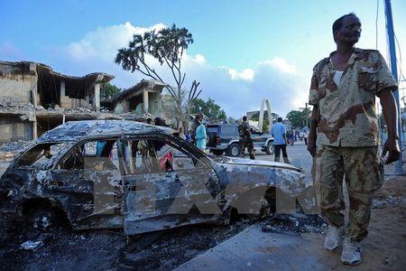 Somalia bat 6 nghi can vu danh bom kep khien hon 30 nguoi chet - Anh 1