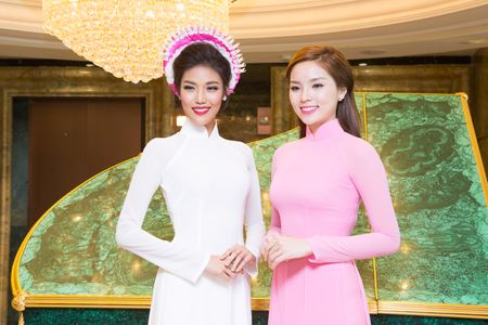Lan Khue, Ky Duyen sanh doi lam Dai su Ao dai cua Viet Nam - Anh 1