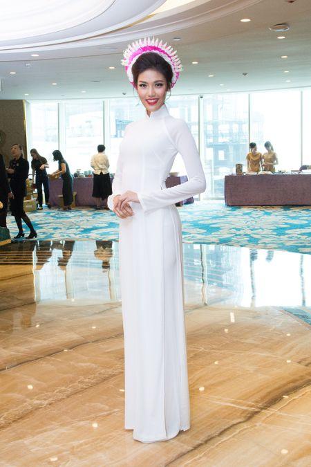 Lan Khue, Ky Duyen sanh doi lam Dai su Ao dai cua Viet Nam - Anh 2
