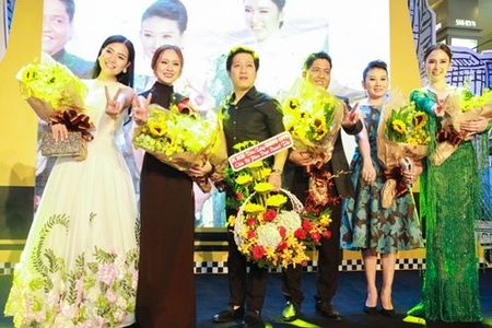 Truong Giang lai than mat voi Nha Phuong chon dong nguoi - Anh 15