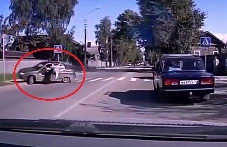 Video: Nhung vu xe hoi dam nguoi di bo tham khoc - Anh 1