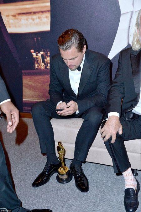 Hau Oscar, Leonardo qua vui quen ca tuong vang - Anh 4