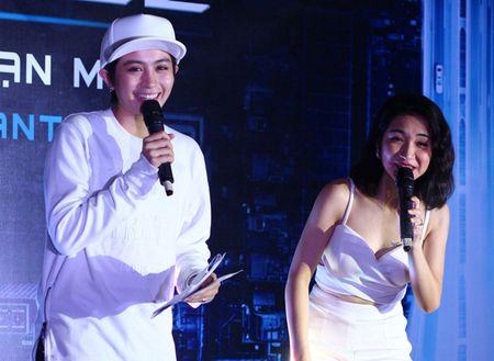 Hoa Minzy lai mac sexy, thoai mai de lo hinh xam ten Cong Phuong - Anh 4