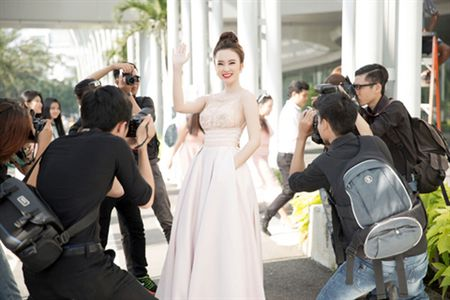 Angela Phuong Trinh nuoi mong hoa hau, dung bang long nhu Ngoc Trinh? - Anh 2