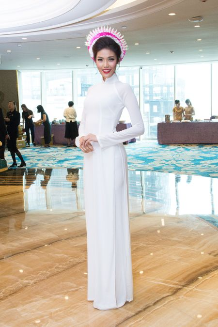 Hoa khoi Lan Khue lam dai su Ao dai quoc te - Anh 1