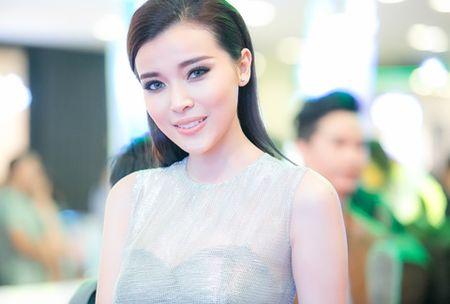 "Cao Thai Ha dep ""me hoac"" tren tham do - Anh 2"