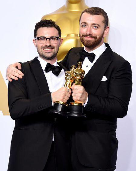 Sam Smith cam thay toi te khi trinh dien tai Oscar 2016 - Anh 2
