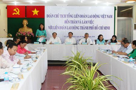 """Bi thu Dinh La Thang: """"Phai hieu luat moi bao ve duoc cong nhan"""" - Anh 1"""