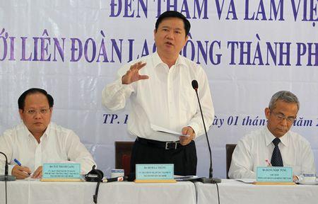 """Bi thu Dinh La Thang: """"Phai hieu luat moi bao ve duoc cong nhan"""" - Anh 3"""