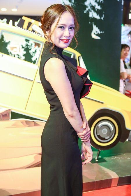 "Angela Phuong Trinh dien ""cay xanh"" quyen ru tren tham do - Anh 10"