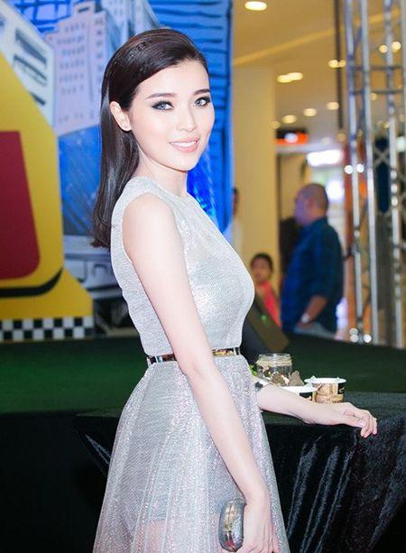 "Angela Phuong Trinh dien ""cay xanh"" quyen ru tren tham do - Anh 12"