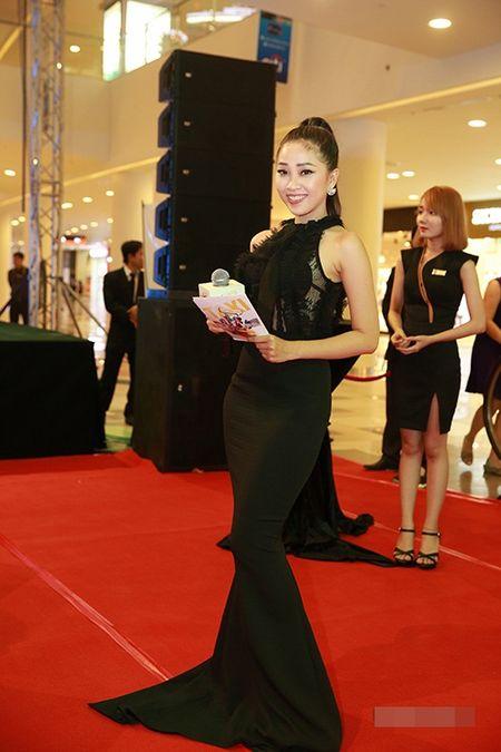 "Angela Phuong Trinh dien ""cay xanh"" quyen ru tren tham do - Anh 6"