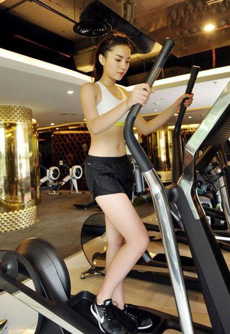 Hoa hau Ky Duyen ganh ta 40kg, squat tang vong 3 - Anh 4