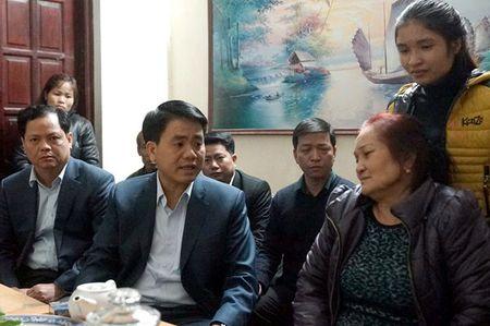 Chu tich Nguyen Duc Chung tham gia dinh nan nhan vu Camry dam chet 3 nguoi - Anh 1