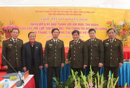 """Nhan dien va dau tranh voi am muu, thu doan doi """"phi chinh tri hoa"""" luc luong vu trang - Anh 2"""