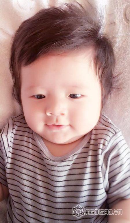 Con trai Elly Tran dang yeu nhu 'hoang tu nhi' - Anh 2