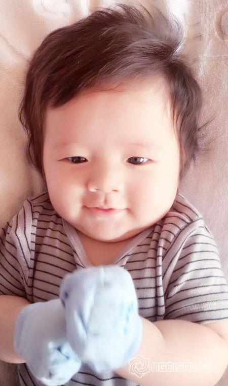 Con trai Elly Tran dang yeu nhu 'hoang tu nhi' - Anh 6