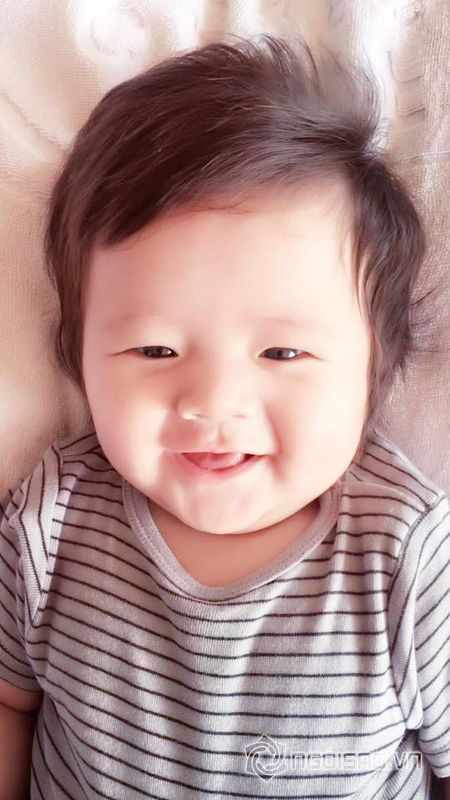 Con trai Elly Tran dang yeu nhu 'hoang tu nhi' - Anh 8
