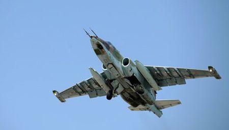 May bay chien dau Su-25 roi khi huan luyen, phi cong tu nan - Anh 1