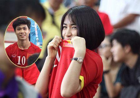 Hoa Minzy dien ao sexy lo hinh xam ten Cong Phuong tren nguc - Anh 3