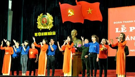 Doan vien Hoc vien An ninh soi noi thi dua Thang Thanh nien - Anh 1