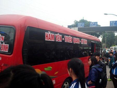 "Bat nhao xe khach: Muon ""chieu"" ne luc luong chuc nang, gat hanh khach - Anh 1"