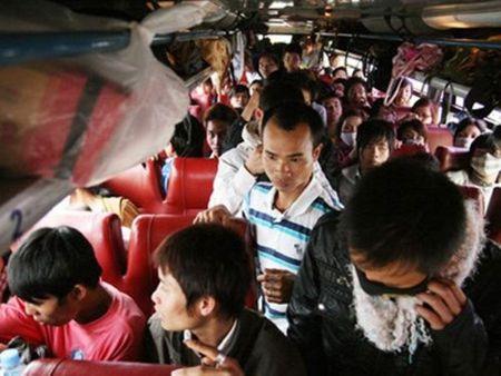 "Bat nhao xe khach: Muon ""chieu"" ne luc luong chuc nang, gat hanh khach - Anh 2"