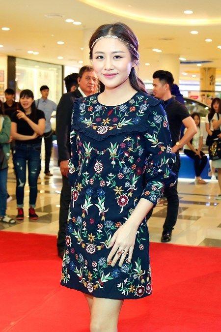 "Truong Giang - Nha Phuong tay trong tay ra mat phim ""Taxi, em ten gi?"" - Anh 12"